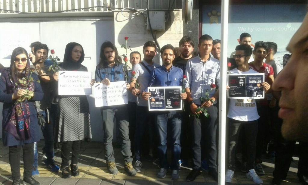 همدردی شهروندان و فعالان آذربایجانی مقابل کنسولگری ترکیه در اورمیه