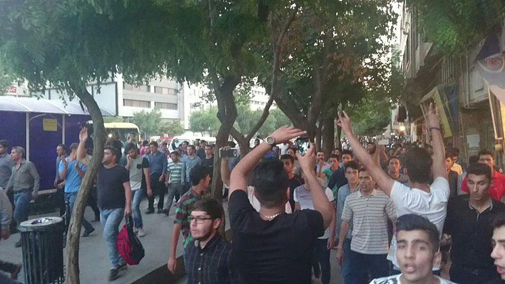 تجمع مسالمت آمیز صد ها نفر در شهر تبریز